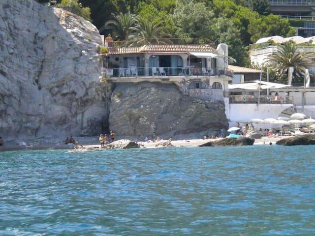 Villa on the rock sea of Taormina - Taormina - Villa