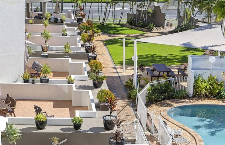 Kirra Palms 3 Bedroom Deluxe Air Conditioned