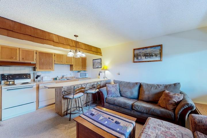 New listing! Quaint getaway steps from Main Street w/ fireplace & full kitchen!