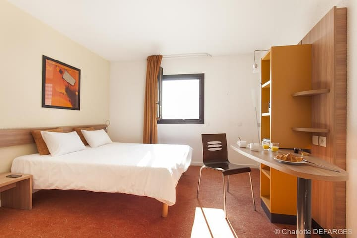 Comfort room in Canal Suites, amazing location