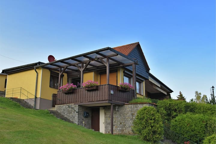 Detached holiday home in the Harz with garden, covered terrace and lake view