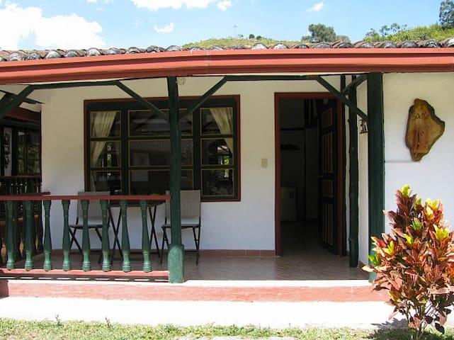 Habitacion en El pueblito, amigos del campo - Sasaima - Alojamento na natureza