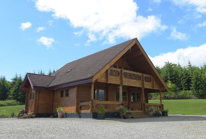 Lovely Double Bedroom in a Fabulous Log Cabin