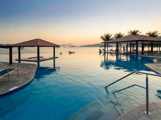 Angra  apart hotel com vista incrível para o mar
