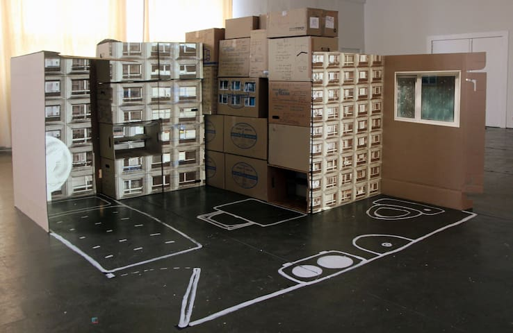 OUT-OF-SPACE BOX HOME: EXPERIENCE AUTHENTIC BERLIN
