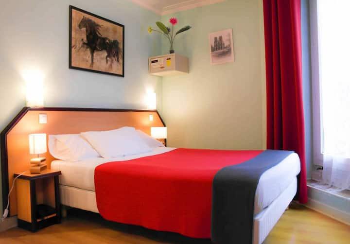 Chambre double classique plein coeur Montmartre