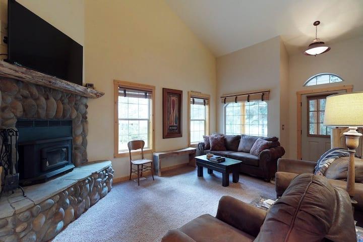 Family-friendly cabin w/ hot tub -near Payette Lake, golf & skiing