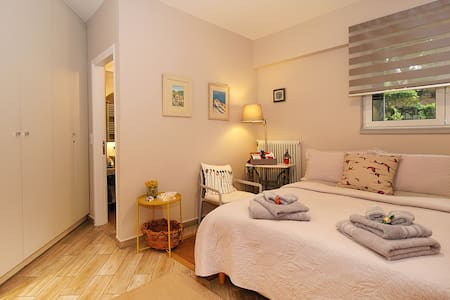 Luxury Studio Flat with independent entrance
