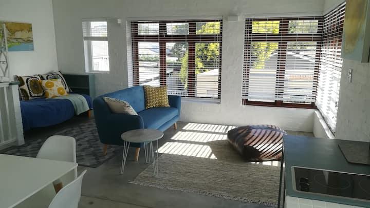 1 Vista Studio Apartment, sunlight and views