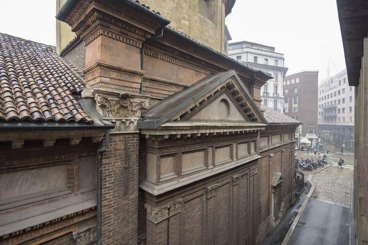Vista dalle finestre della zona living e dalla camera da letto 3 - una delle più particolari chiese quattrocentesche di Milano