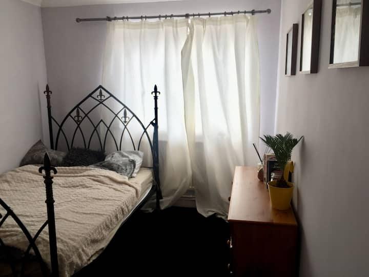 Lovely double room in trendy LONDON FIELDS area