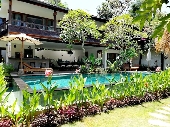 Sublime exotic villa in Bingin area for big groups