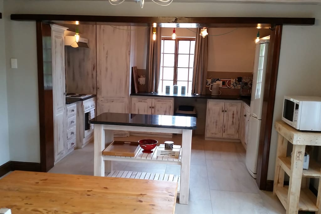 Well equipped kitchen with eccentric finishes