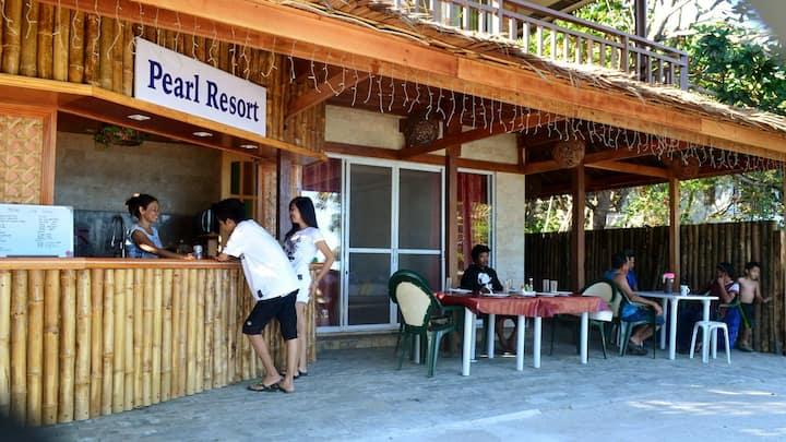 """Pearl Resort"" Bikini beach- front"