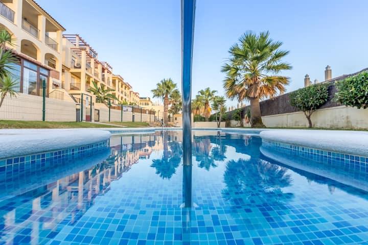 Apartamento con Wifi, piscina, garaje y zona BBQ