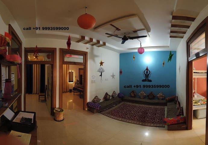 king room wth AIR CON @ YOGA guesthouse near TAJ