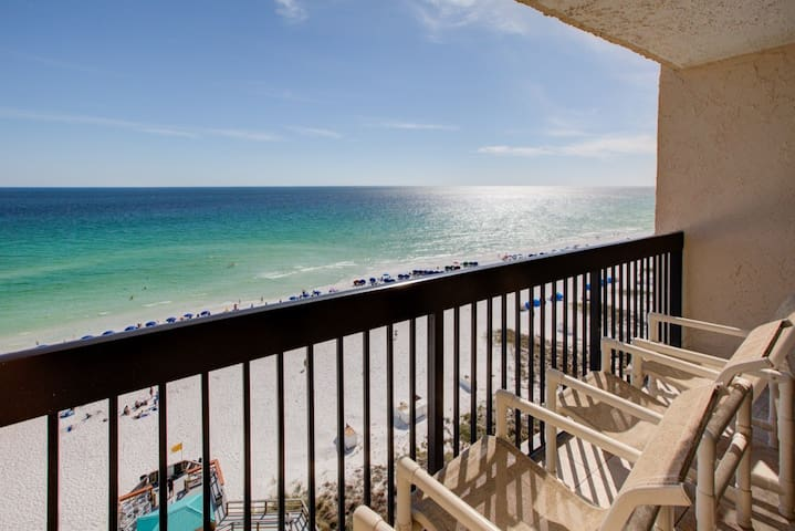 11th Floor Welcoming Condo, On-site pool w/ bar & restaurant