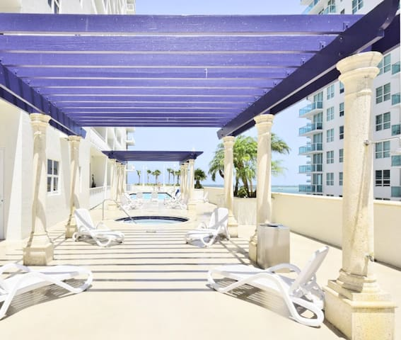 Miami/Brickell Condo with Pool Terrace & Bay View
