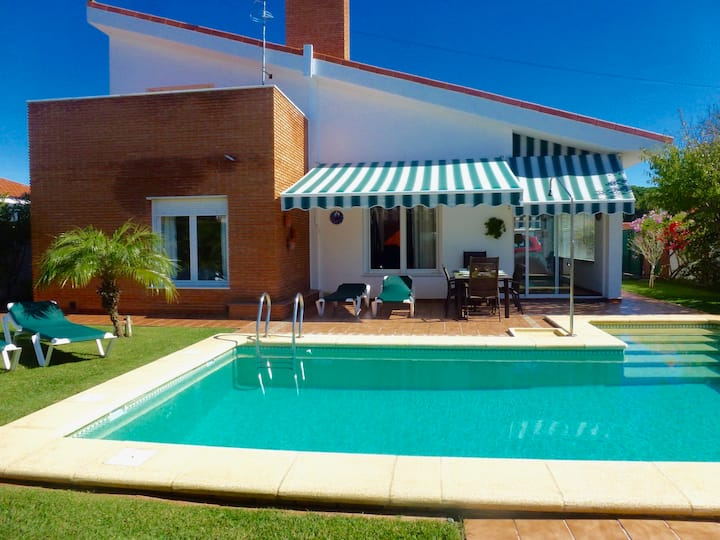 Villa with modern furniture, private garden & pool