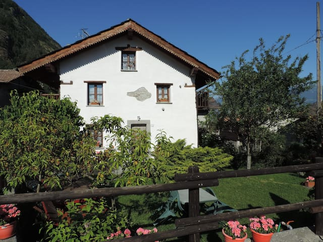 Welcome to the Kleiner Hof, house with garden - Grand Brissogne - Hus
