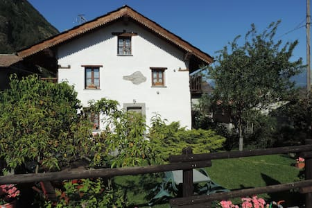 Welcome to the Kleiner Hof, house with garden - Grand Brissogne - Casa