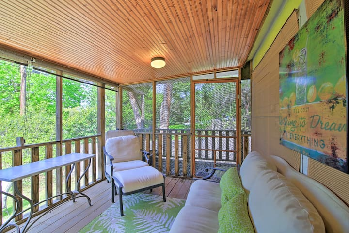 Unwind on the screened porch with your loved ones.