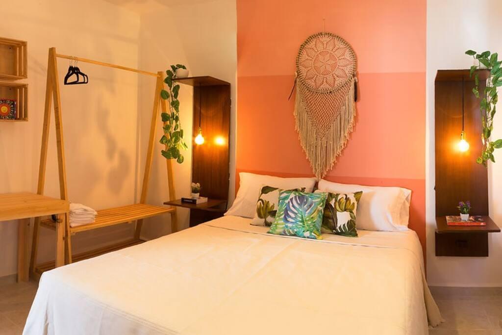 Habitación cama Queen, sabanas y toallas de excelente calidad