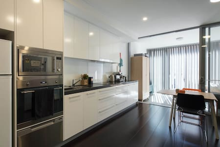 Contemporary unit close to everything - Newtown - Leilighet
