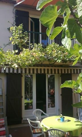 La petite maison aux deux terrasses. - Peymeinade - Huvila