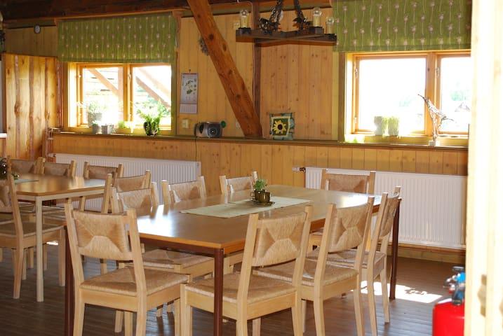 Flora Dekor Hol Alingsås - Hol - Bed & Breakfast