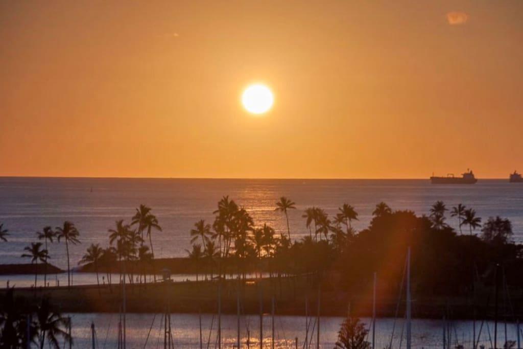Iconic ILIKAI Hotel Waterfont Waikiki with Fabulous Sunset & Harbor Views!!!