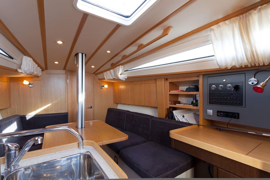 007 Sailing vessel maxi 1060
