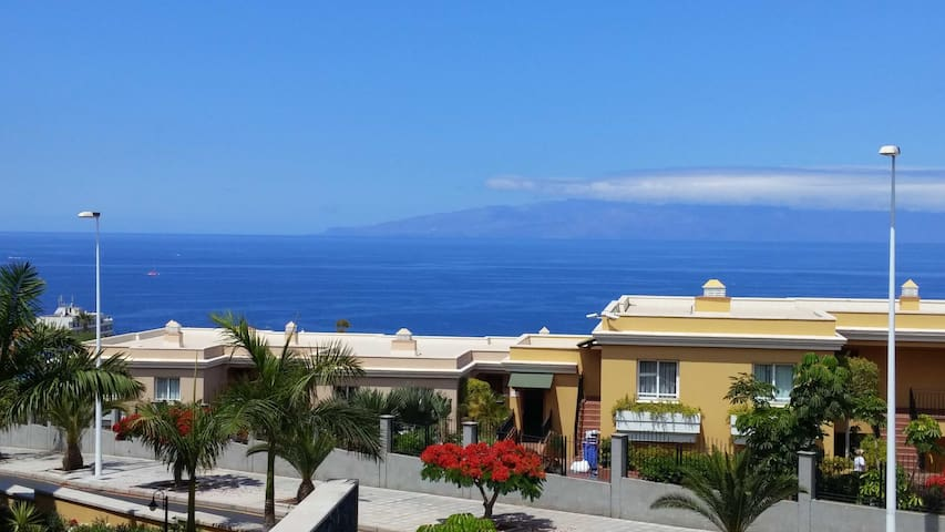 Very large luxury apt with seaview
