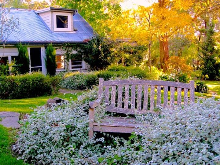 Morton Cottage - elegant garden hideaway