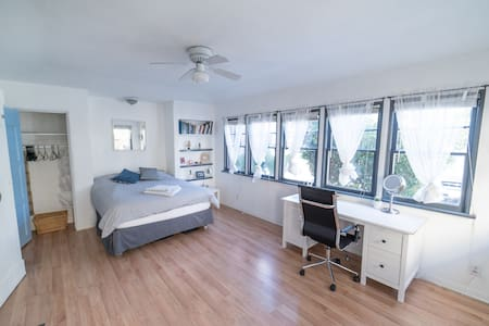 Large Room, Studio Alike - Live by the beach
