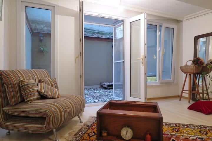 1+0 cosy flat in center of Moda, Kadıköy