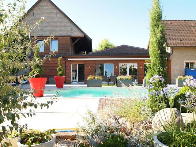 Corps de ferme rénové avec piscine - Entzheim - Villa