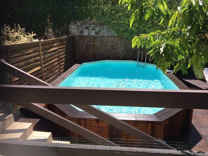 Agréable maison avec piscine en plein centre ville