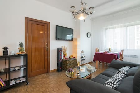Cozy and Sunny Double Room - Barcelona - Apartment