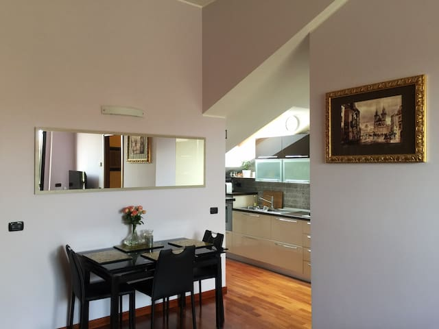 Modern apartment in a green spacious area - San Giuliano Milanese - Apartamento