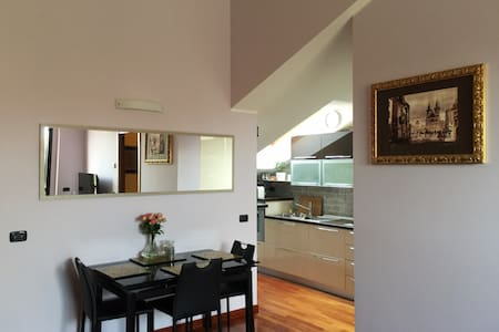 Modern apartment in a green spacious area - San Giuliano Milanese - Apartemen