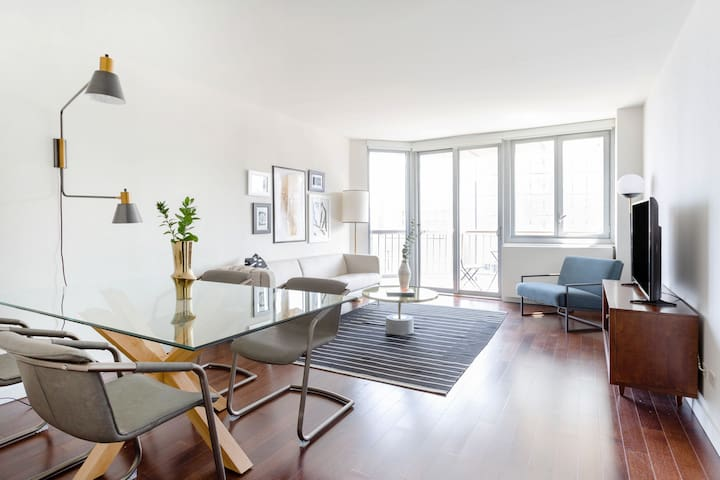 Sonder | View 34 | Gorgeous 1BR + Balcony