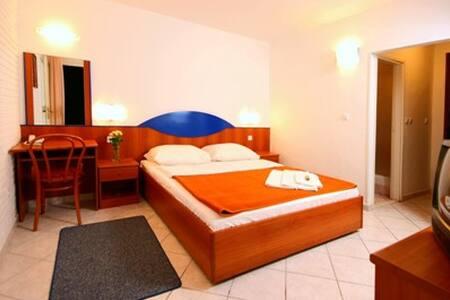 Comfort room** / Classic room** - Gelsa - Bed & Breakfast