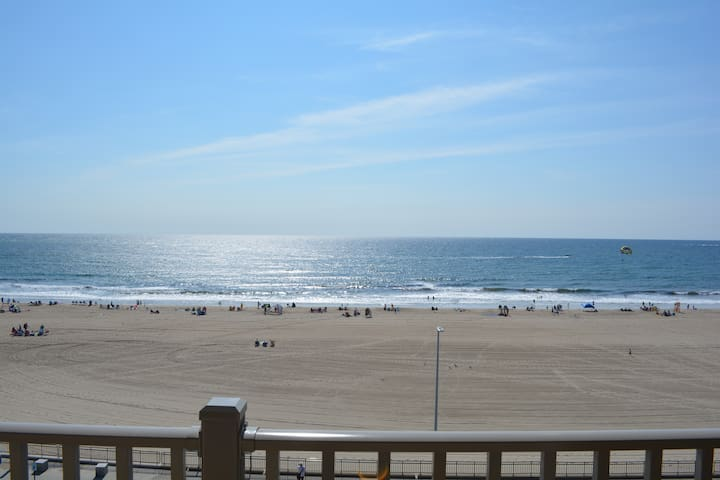 Oceanfront Luxurious Condo -Hampton