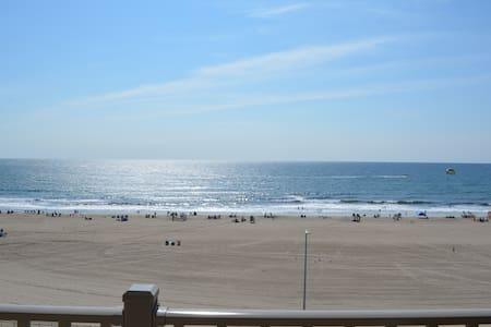 Oceanfront Luxurious Condo -Hampton