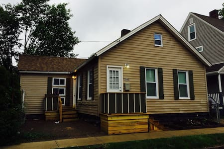 Tremont, charming,luxurious cottage - Cleveland