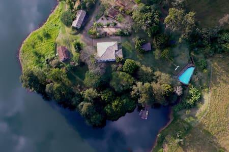 PARADISE ON EARTH - Bocaina Manor -up to 14 guests - São José do Barreiro - 小木屋