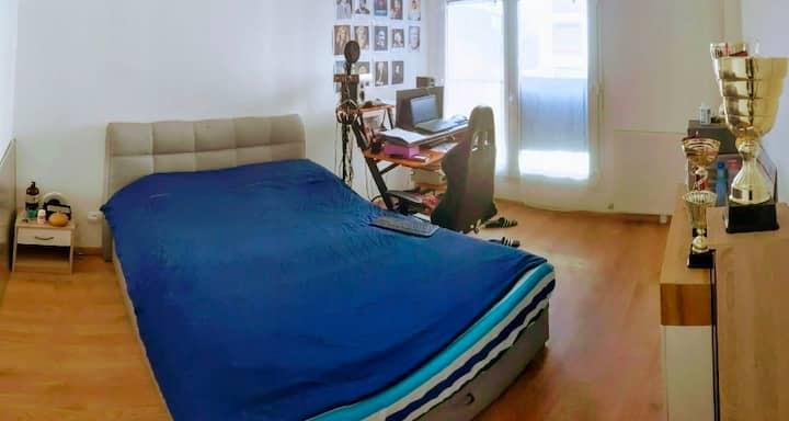Chambre dans Logement Neuf, Calme et Confortable