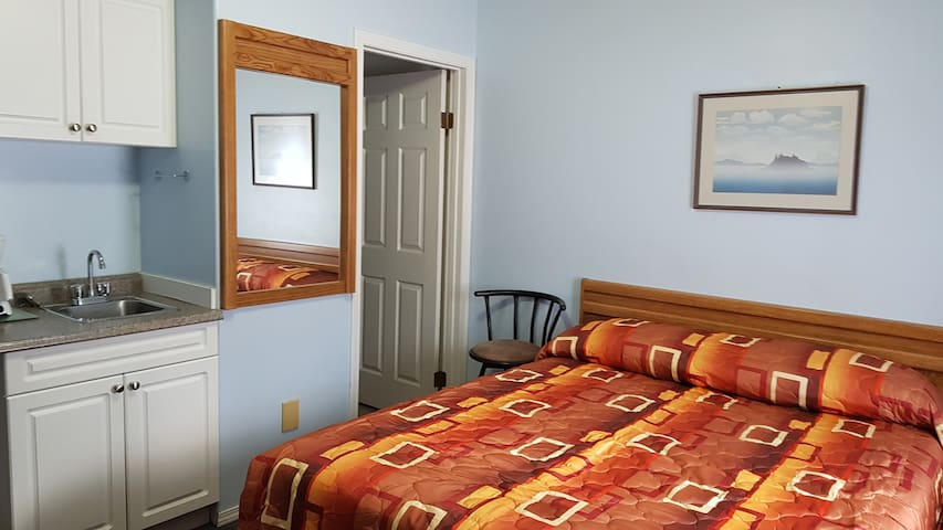Countryside Inn   2 queens bed $89