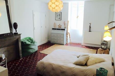 Chambre dans maison ancienne 1771 - Gemeaux